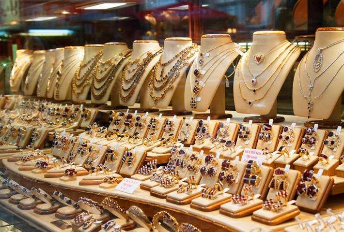 Сколько стоит грамм золота 585 пробы в ювелирном магазине 26247712150